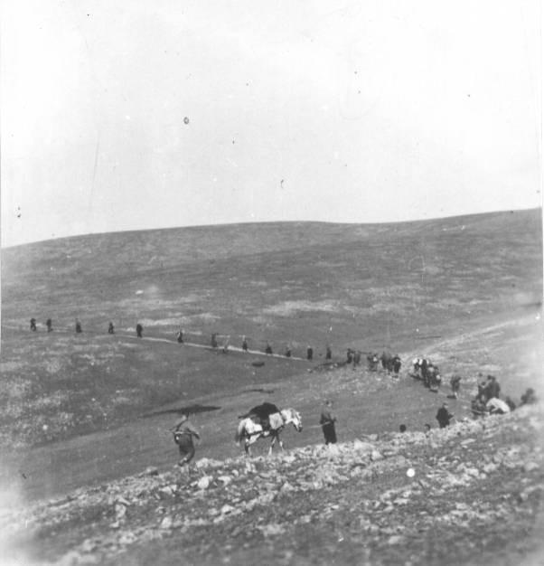Борци I златарског батаљона III пролетерске санџачке бригаде на маршу од села Добросавице /Борова глава/ према Увцу, августа 1944.