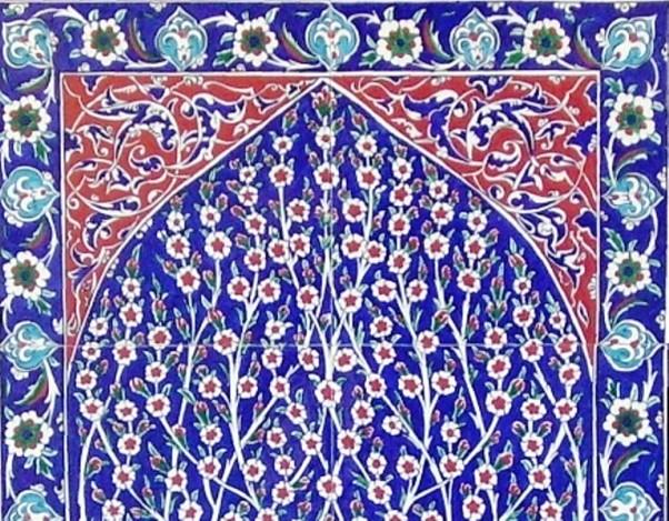 Cvjetni motivi na plavim keramičkim pločicama