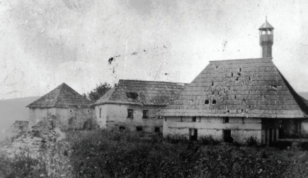 Tvrđava sa džamijom sultana Murata IV u Sjenici, iz prve polovine 17. stoljeća. Tvrđava je tokom trajanja nekoliko puta rušena a čitav kompleks tvrđave sa džamijom je u potpunosti uništen 1948. godine