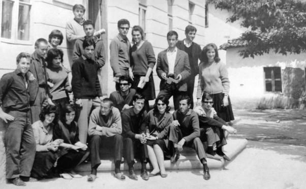 Apsolventi Umjetničke škole u Peći, 1965. godine