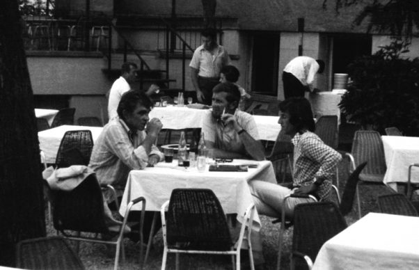 Miroslav Antić, Živojin Miškov i Mišo Marić, hotel Bristol, Mostar. FOTO: Pero Zubac, 1973. godina